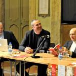 Cremonini al tavolo dei relatori con i musicologi Beghelli e Mioli