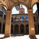 Bologna-Palazzo-dellArchiginnasio-cortile